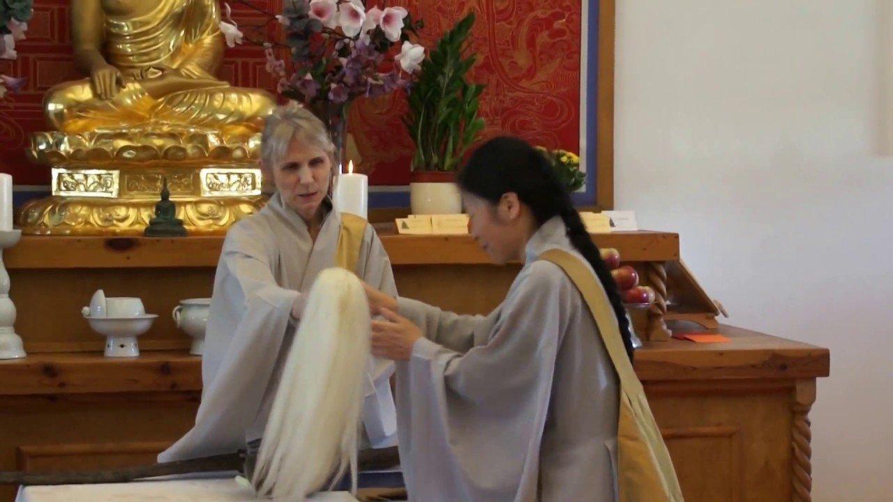 Transmisión del Dharma y charla formal de la maestra zen Gu Ja