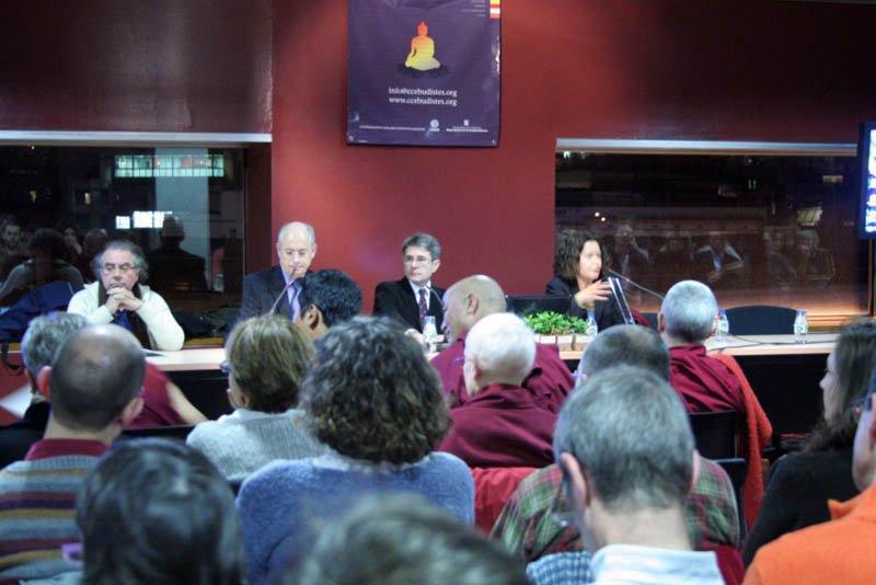 La mesa con miembros de la primera junta directiva de la CCEB. De izquierda a derecha Fernando Pardo, Sebastià Vilanova, Basili Llorca y Montse Castellà