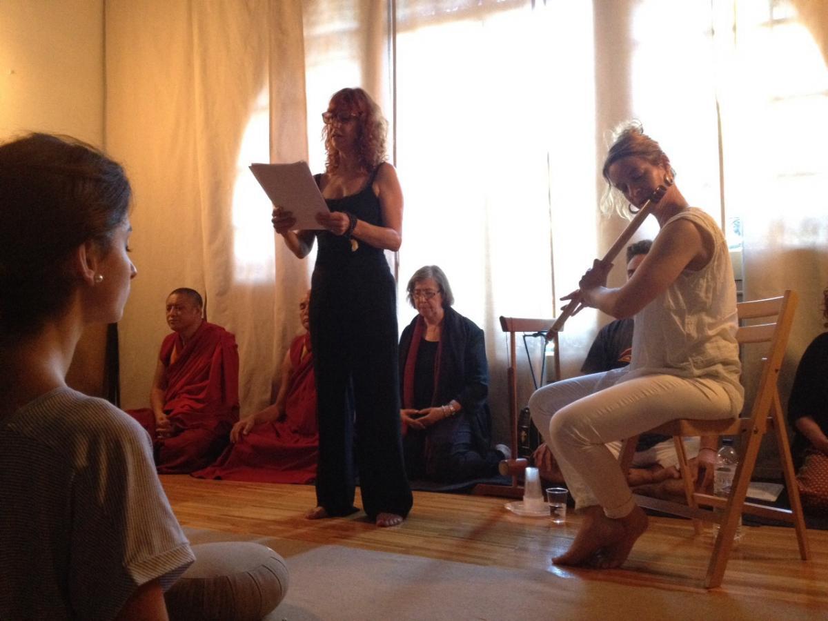 Lectura de texts del mestre vietnamita Thich Nhat Hanh, violí, meditació